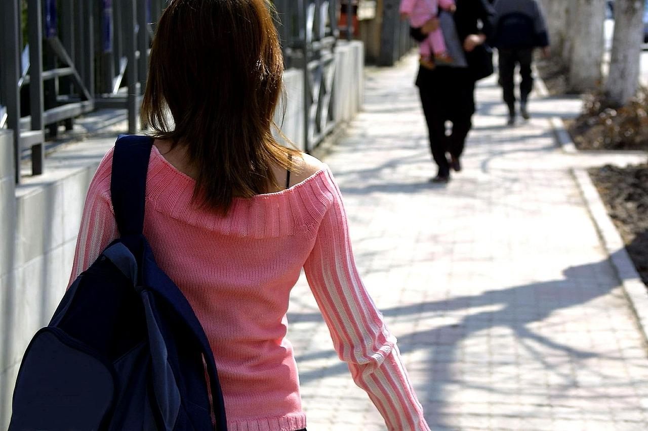 walking-386718_1280