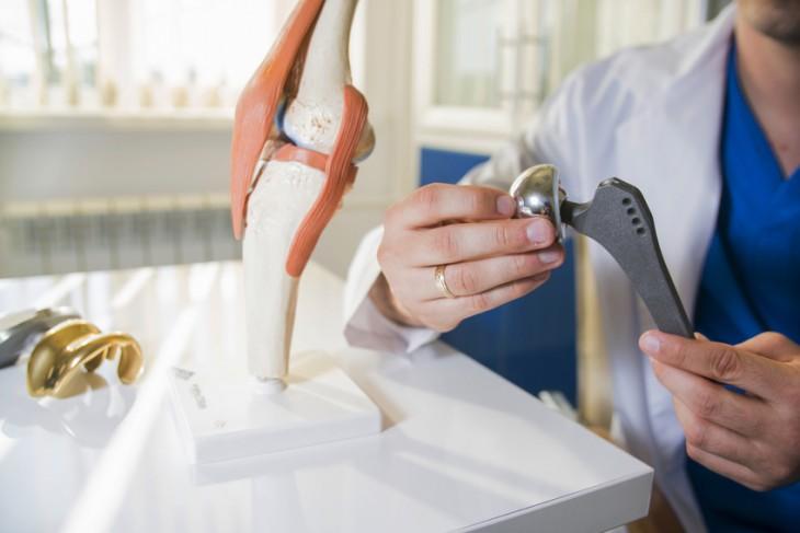 Totální endoprotéza kloubu