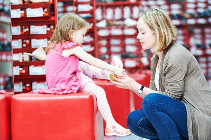 Za bolest kloubů může i nevhodná obuv v dětství